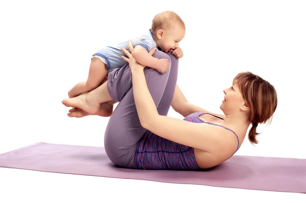 Yoga postnatal con bebé